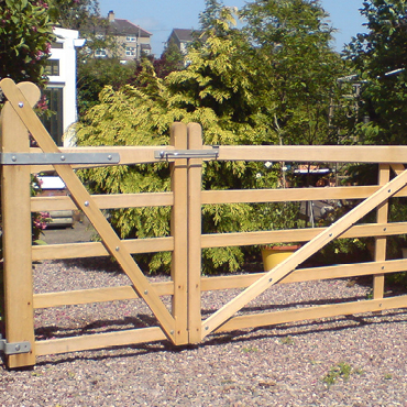 Hand made estate gates, top quality hardwood UK